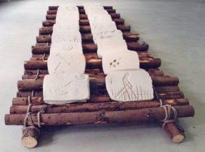 Floß mit Tonplatten